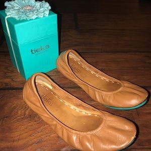 Tieks Shoes - Tieks camel tan flats